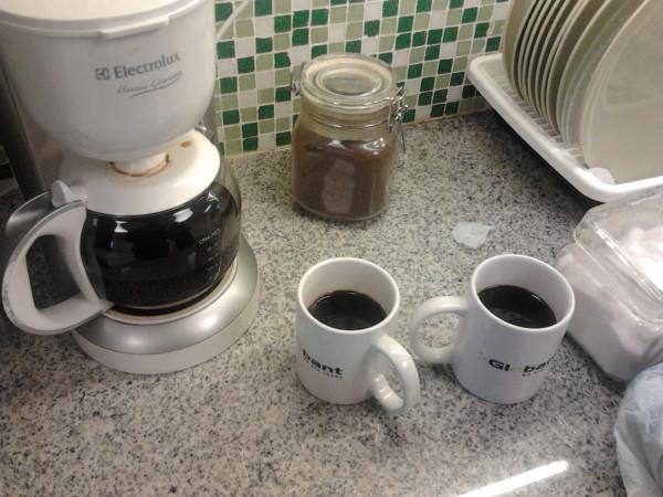 Cuento de terror la muerte de la cafetera picando c digo for Cafeteras oficina